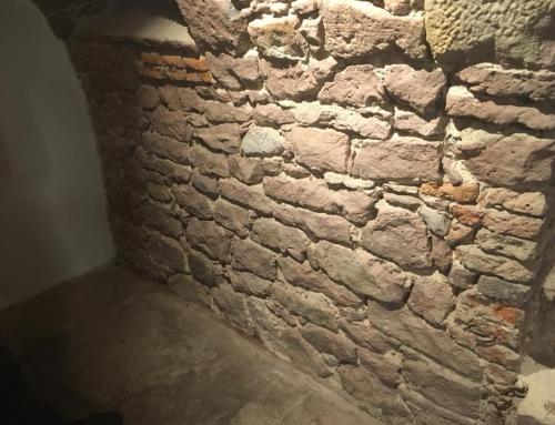Naturstein Mauer neu verfugen