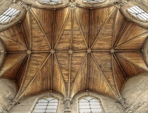 Reinigung: Denkmäler, historische Holzteile und Holzornamente